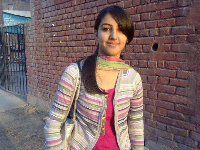 Pakistani-Beautiful-Face-Girls-Wallpapers-Free